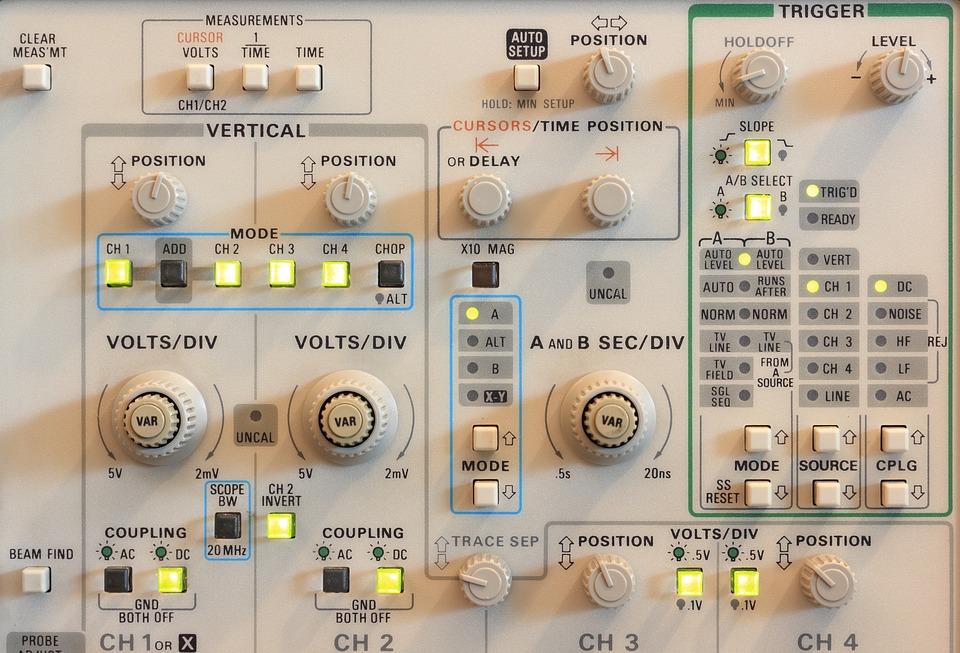 Oscilloscope et technologie de mesure : fonctionnalités, tests et recommandations